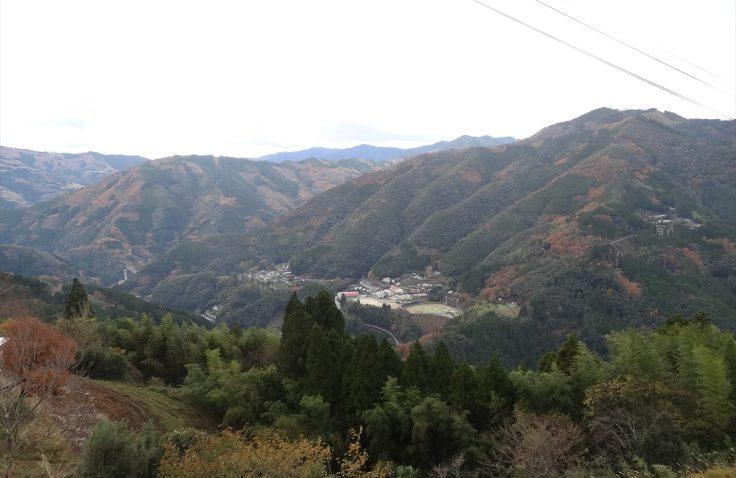 宮崎県諸塚村のモザイク林相秋の紅葉